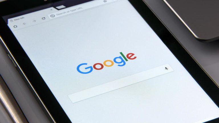 Wyszukiwarka Google na tablecie